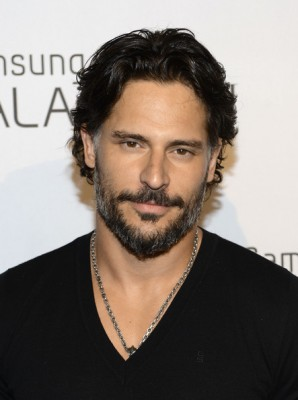 Joe+Manganiello+Samsung+Galaxy+III+Launch+GMYF8_6hCgUl-298x400