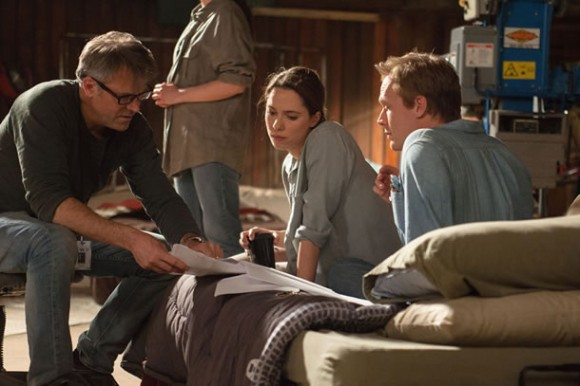 Wally Pfister (left) directs Rebecca Hall and Paul Bettany in 'Transcendence'