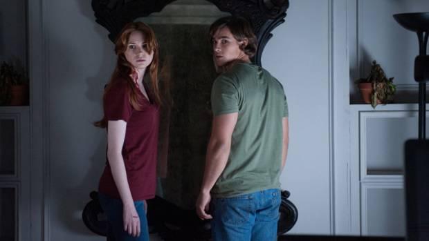 Karen Gillan and Brenton Thwaites star in the Horror Flick 'Oculus'