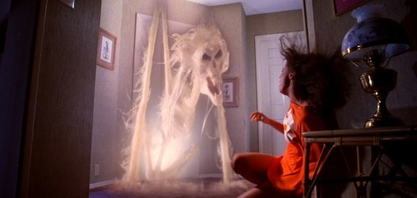 poltergeist-movie-ghost-doorway-tobe-hooper__span