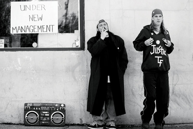 Smith and Mewes on the set of 'Clerks'