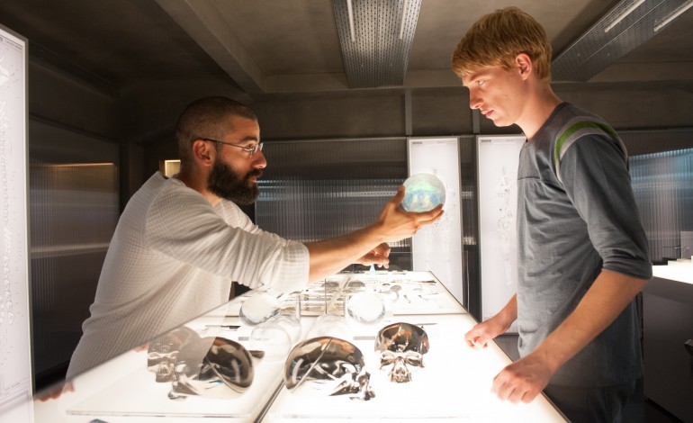 Alex Garland, Oscar Isaac, and Domhnall Gleeson of 'Ex Machina' Answer Questions on Reddit