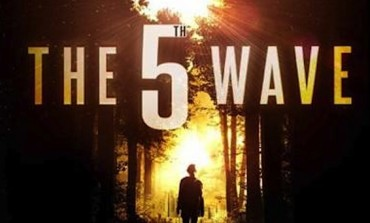 Watch Chloe Grace Moretz Fight an Alien Invasion in the Trailer for 'The 5th Wave'