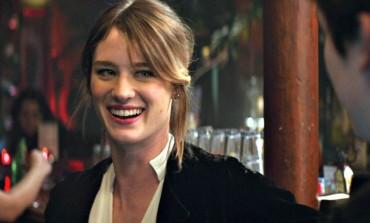 Mackenzie Davis to Star in Indie Comedy 'Izzy Gets the F*ck Across Town'