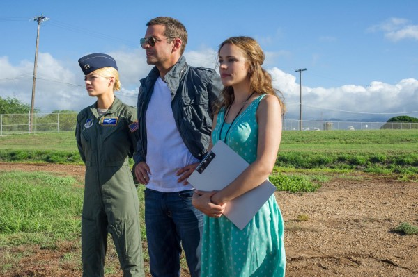 still-of-bradley-cooper,-rachel-mcadams-and-emma-stone-in-aloha-(2015)
