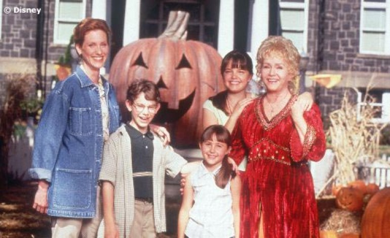 Cast of 'Halloweentown' Remembers Debbie Reynolds