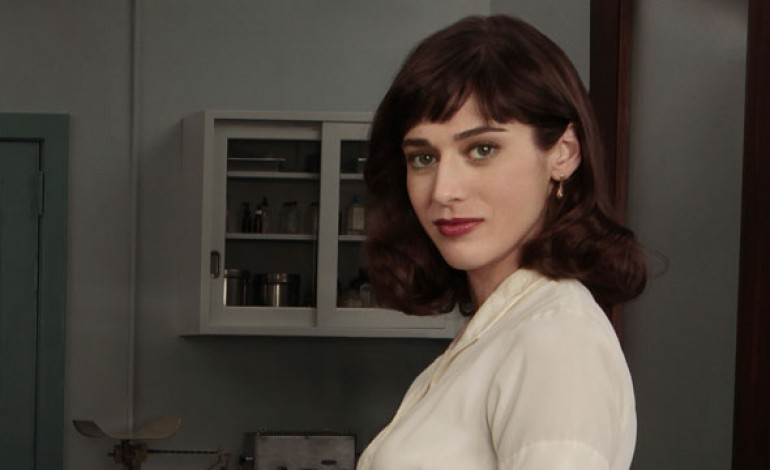 Lizzy Caplan to Play Female Lead in