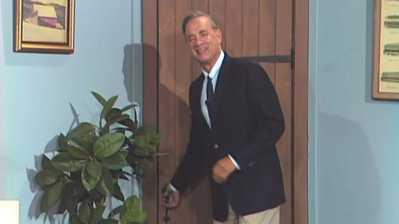 Tom Hanks Portrays Beloved Icon Mr Rogers In First Trailer For A Beautiful Day In The Neighborhood Mxdwn Movies